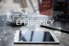Het concept van de efficiencygroei Zaken en technologie Het schrijven op het virtueel scherm Stock Afbeelding