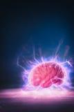 Het concept van de hersenenmacht met abstracte lichte stralen Royalty-vrije Stock Foto's