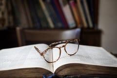 Het Concept van de het Boekbibliotheek van de onderwijslezing Stock Fotografie