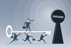 Het Concept van de het Succeskans van bedrijfsmensenteam putting key in hole Royalty-vrije Stock Fotografie