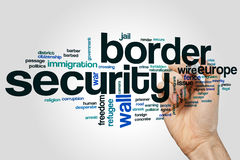 Het concept van de het woordwolk van de grensveiligheid op grijze achtergrond stock foto's