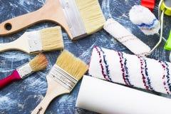 Het concept van de huisvernieuwing, verfblikken en borstels Royalty-vrije Stock Afbeeldingen