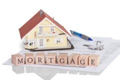 Het concept van de hypotheek met alfabet stock foto's