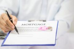Het concept van de hypotheek Zet hier enkel uw handtekening! stock afbeelding