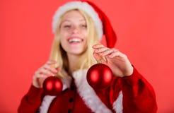 Het concept van de Kerstmisvoorbereiding Laat Kerstmisboom verfraaien Favoriete Kerstmis van het tijdjaar Geniet van viering met stock fotografie