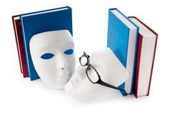 Het concept van de lezing met maskers, boeken Stock Afbeelding
