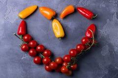 Het concept van de liefde Teken van hart Gezond voedsel Symbool van vegetarisme Royalty-vrije Stock Foto's