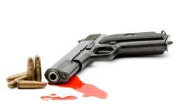 Het concept van de moord - kanon en bloed stock fotografie