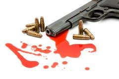 Het concept van de moord - kanon en bloed stock afbeeldingen