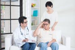 Het concept van de oudersgezondheidszorg Stock Foto