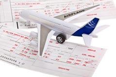 Het concept van de reis - vliegtuigkaartje Stock Foto's