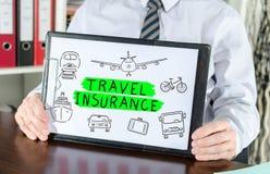 Het concept van de reisverzekering op een klembord royalty-vrije stock foto's