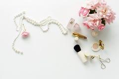 Het concept van de schoonheidsblog Vrouwelijk maak omhoog toebehoren stock foto's