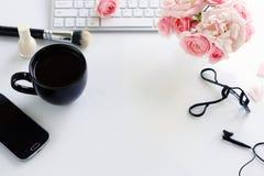 Het concept van de schoonheidsblog Vrouwelijk maak omhoog toebehoren royalty-vrije stock foto