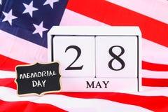 Het concept van de V.S. Memorial Day met kalender en rode herinneringspapaver Stock Foto's
