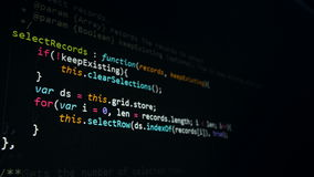 Het Concept van de Veiligheid van Cyber De hakkers coderen op het computerscherm, 4K stock videobeelden