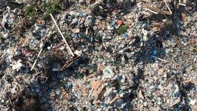 Het concept van de verontreiniging Huisvuilstapel in afvalstortplaats of stortplaats ecologische crisisfoto Ecologisch probleem I stock footage