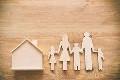 Het concept van de verzekering gezinsleven, financiële en gezondheidskwesties stock afbeelding