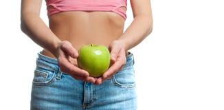 Het concept van het dieet De mooie vrouw met slanke taille houdt appel royalty-vrije stock fotografie