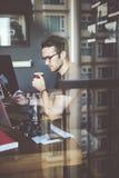 Het Concept van fotograafworking checking photo Royalty-vrije Stock Fotografie