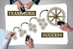 Het concept van het groepswerksucces op een bureau wordt geplaatst dat royalty-vrije stock afbeeldingen
