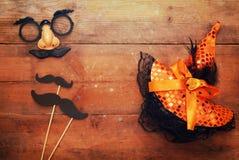 Het concept van Halloween Grappige snormasker en heksenhoed royalty-vrije stock foto's