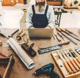 Het Concept van Handicraft Wooden Workshop van de timmermansvakman stock fotografie