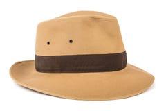 Het concept van het avontuur Fedora-hoed op wit wordt geïsoleerd dat stock foto's