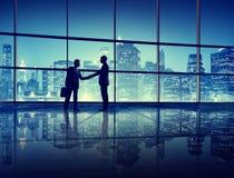 Het Concept van het de Handdruksilhouet van bedrijfsbureaumensen Stock Afbeelding
