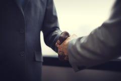 Het Concept van het de Overeenkomstencontract van de bedrijfsmensenhanddruk Royalty-vrije Stock Foto