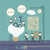 Het concept van het teamwerk met tandrad en zakenlieden Royalty-vrije Stock Afbeeldingen