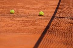 Het concept van het tennis - bal en netto royalty-vrije stock afbeelding