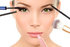 Het concept van make-upborstels - het gezicht van de vrouwenschoonheid Stock Afbeeldingen