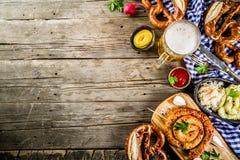 Het concept van het Oktoberfestvoedsel stock foto