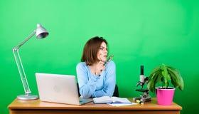 Het concept van het onderwijs Student Life Middelbare schoolonderwijs Begincarri?re van leraar Online verre klassen Nieuw ontwikk royalty-vrije stock foto's