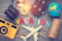Het concept van vakantieideeën met headpho van de de cameraukelele van reismaterialen Royalty-vrije Stock Fotografie