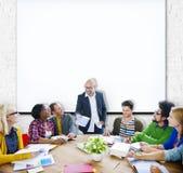 Het Concept van vergaderingsteam teamwork sharing casual happiness Royalty-vrije Stock Foto's