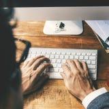 Het Concept van zakenmancomputer keyboard working royalty-vrije stock afbeeldingen
