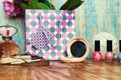 Het concept voor meisjes maakt omhoog abstracte houten achtergrond Stock Afbeeldingen