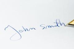 Het conceptuele beeld die een handtekening bevatten maakte †‹â€ ‹met een pen Royalty-vrije Stock Foto's