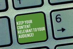 Het conceptuele hand het schrijven tonen houdt Uw Inhoud voor Uw Publiek Relevant Bedrijfsfototekst Goede marketing stock foto's