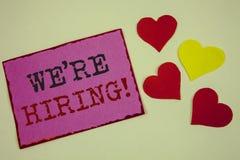 Het conceptuele hand het schrijven tonen huren wij Motievenvraag Het Talent die van de bedrijfsfoto'stekst Job Wanted Recruitment stock fotografie