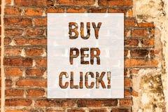 Het conceptuele hand het schrijven tonen koopt per Klik Bedrijfsfototekst Online het kopen elektronische handel moderne technolog stock foto's