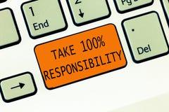 Het conceptuele hand het schrijven tonen neemt de Verantwoordelijkheid 100 De bedrijfsfototekst volledig verantwoordelijk is voor stock afbeeldingen