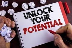 Het conceptuele hand het schrijven tonen opent Uw Potentieel De bedrijfsfototekst openbaart het talent capaciteiten toont persoon stock foto's