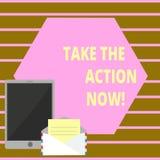 Het conceptuele hand het schrijven tonen voert nu de Actie Het Akte van de bedrijfsfototekst onmiddellijk Direct Begin onmiddelli stock illustratie