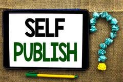 Het conceptuele hand het schrijven Zelf tonen publiceert De Publicatie van de bedrijfsfototekst schrijft geschreven het Artikelfe stock foto's