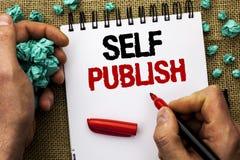 Het conceptuele hand het schrijven Zelf tonen publiceert De Publicatie van de bedrijfsfototekst schrijft langs geschreven het Art royalty-vrije stock foto