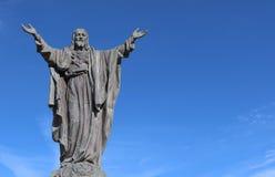 Het concrete beeld van de wapens van Christus upraised in zegen stock afbeeldingen