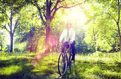 Het conservatieve Vriendschappelijke Concept van Zakenmanbike bicycle eco royalty-vrije stock foto's